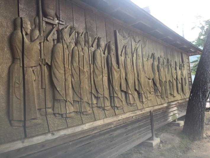 出雲大社境内・神迎えの神事の木彫りレリーフ