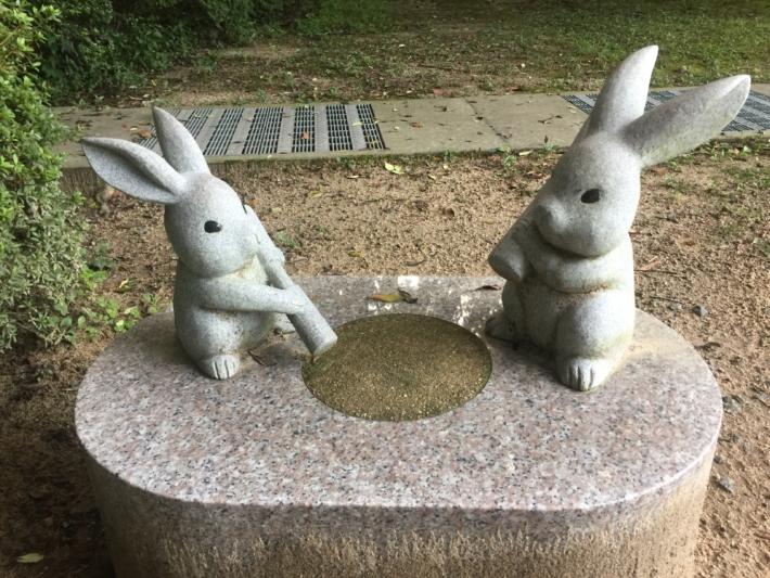 【出雲大社】杵を持つウサギ像