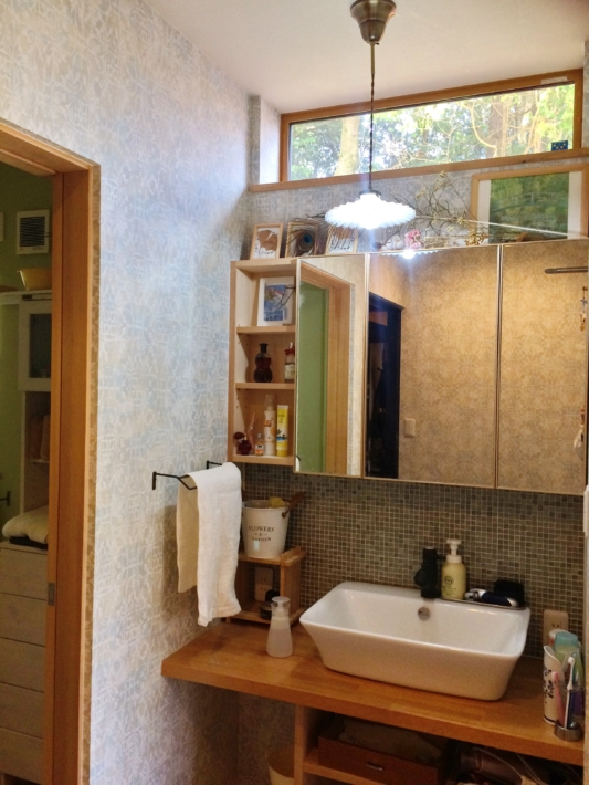 独立洗面台。左の部屋が脱衣所です。