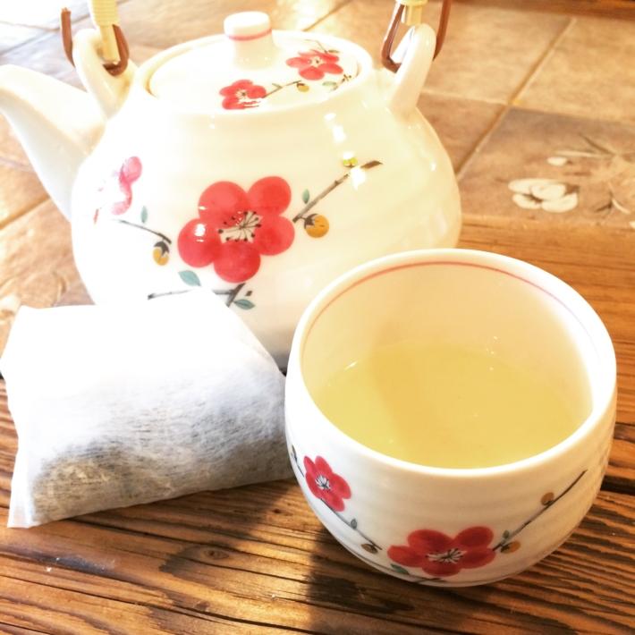 急須で入れた自家製新茶