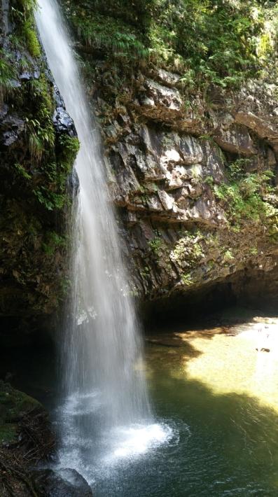 上から見る龍頭が滝「雄滝」