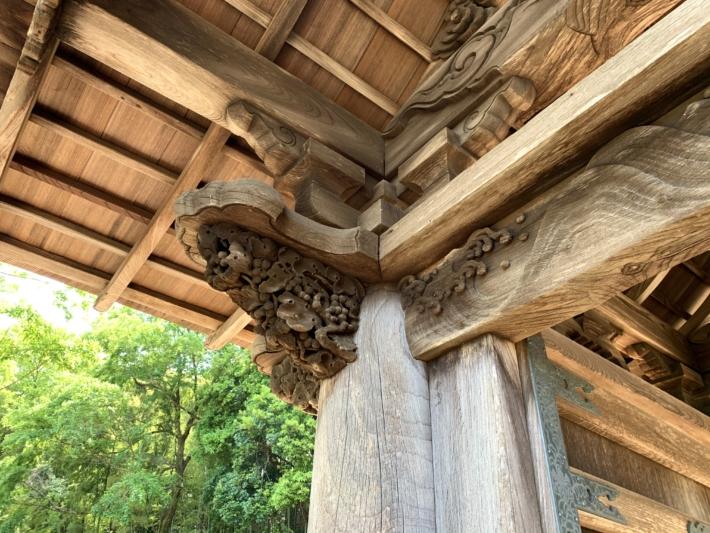 月照寺【松江藩七代藩主不昧公廟門のぶどうの透かし彫り】