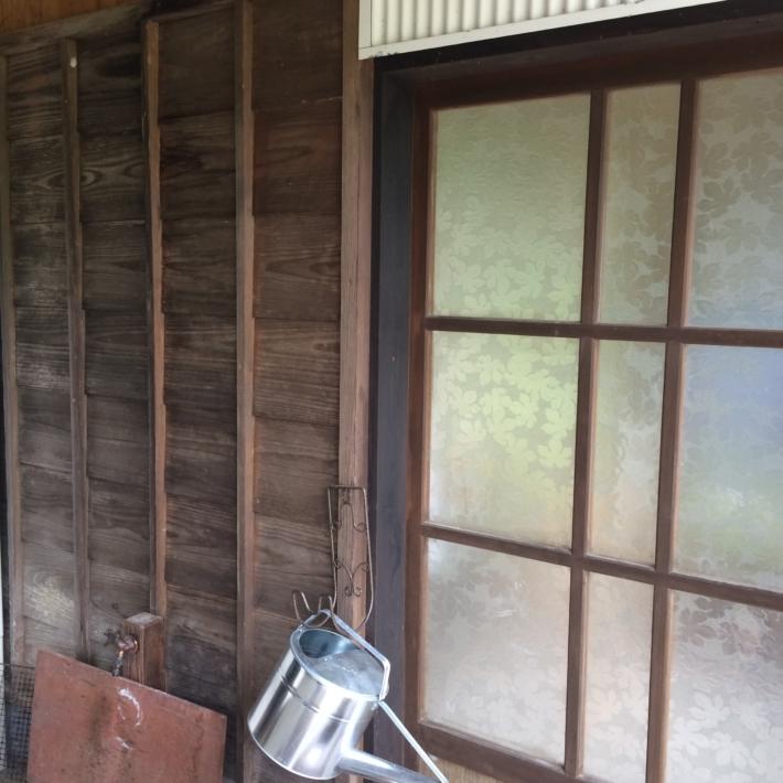 格子の壁(左)