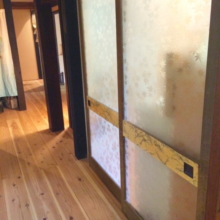 家の中のガラス戸