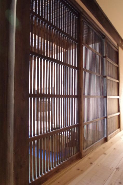 玄関の格子戸