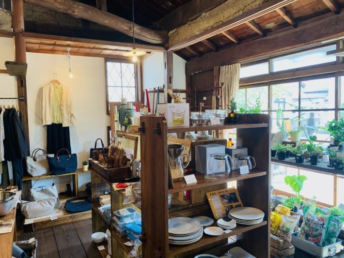 『ユーカリ荘』に並ぶ商品の一部