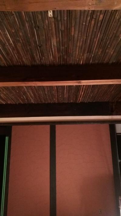 塗り壁と煤竹天井