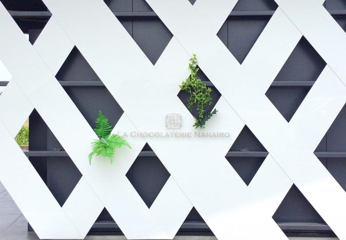『ラ ショコラトリ ナナイロ』の看板
