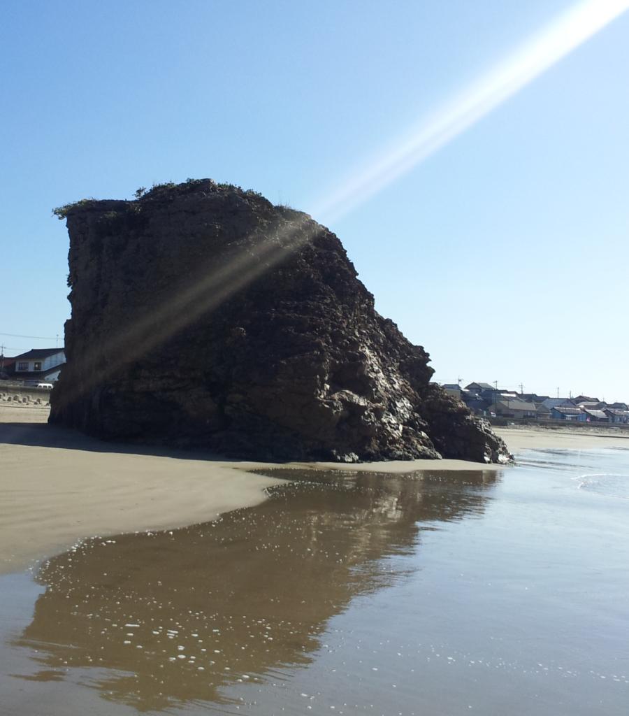 斜め後ろから見た弁天島