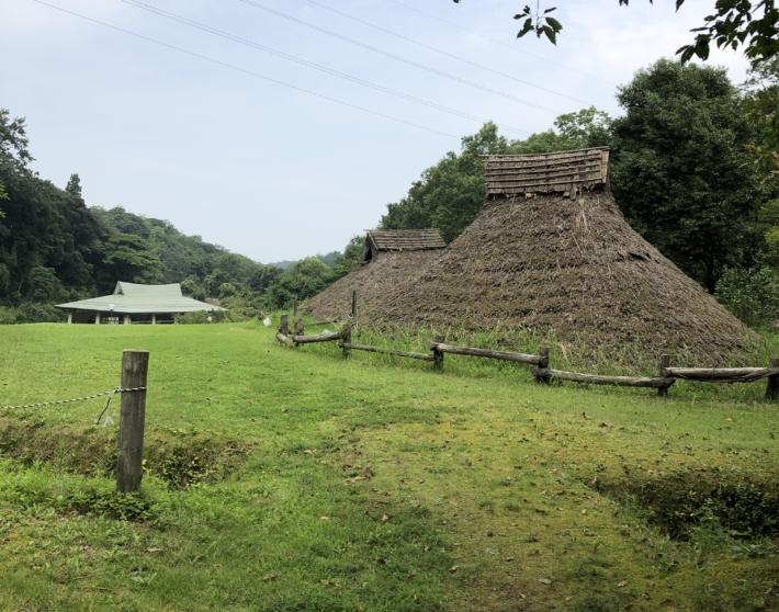 荒神谷史跡公園内・古代復元住居。弥生時代に来たみたいです