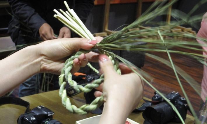 初めてでも上手にできるしめ縄作り体験