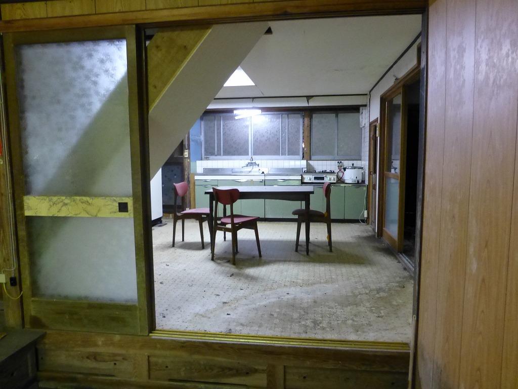 改装前の古びたキッチン