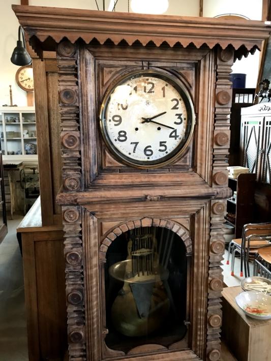 「チクタ」店内・立派な古時計