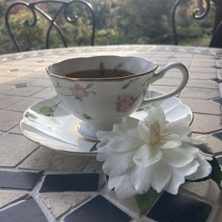 お茶と山茶花