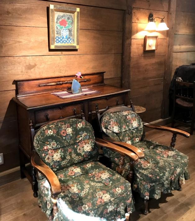 「蔵カフェ おもひで屋」店内に飾られている家具