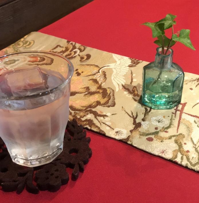 「蔵カフェ おもいで屋」テーブルクロスにも着物が利用されている
